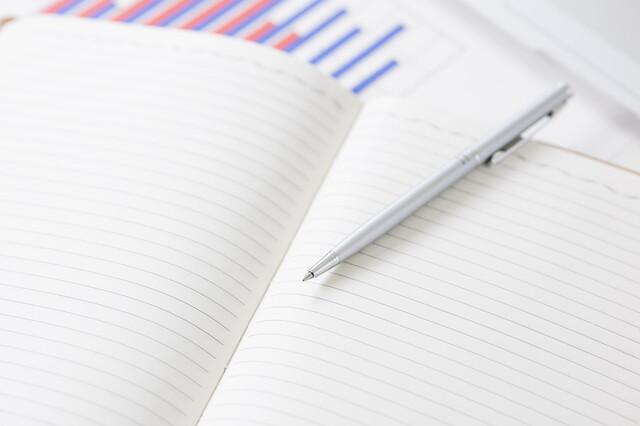 日記帳と筆記用具